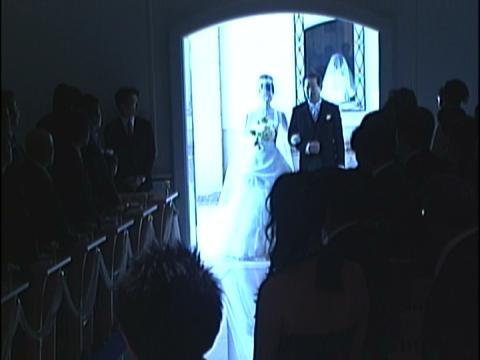 ピュアホワイトの大理石の輝きをまとった神聖なチャペルで、荘厳な誓いを交わす時 名古屋マリオットアソシアホテル