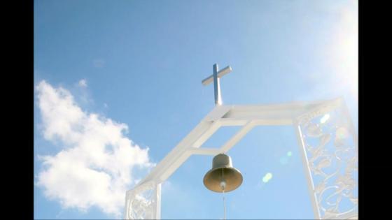 アンティークのシャンデリアと透明感溢れるクリスタルのチャペル、清楚で神聖な空気感 Ray Classic Gran Sweet(レイクラシックグランスウィート)
