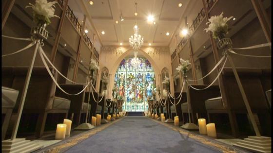 ブルーに輝く優美なステンドグラス 誓いを祝福するチャペルが一新 セントアンドリュース教会&ゲストハウス