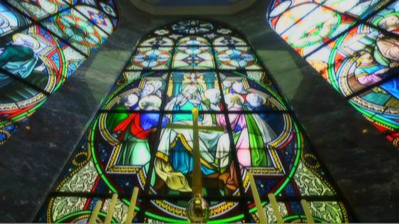 2つの荘厳な大聖堂で叶う上質ウエディング!ステンドグラス輝く教会をチェックしよう ヒカリフルコート