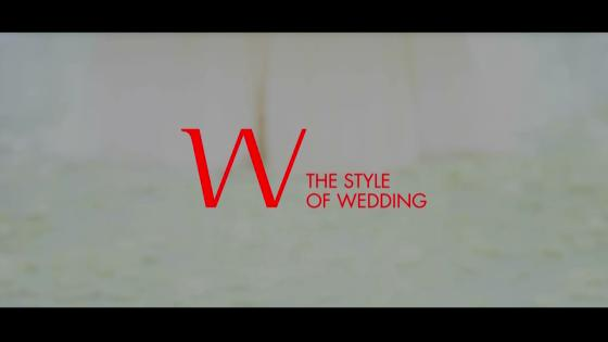 天井から差し込むやさしい自然光に包まれ、厳かにとり行なわれる結婚式 W THE STYLE OF WEDDING