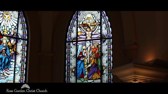 ふたりと共に美しい時を刻む 何百年も愛される場所 独立型教会で誓う真実の愛 ローズガーデンクライスト教会