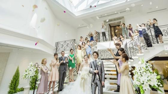 ふたりが選んだのは、水と緑の開放感でもてなす特別な時間 アルカンシエル luxe mariage大阪