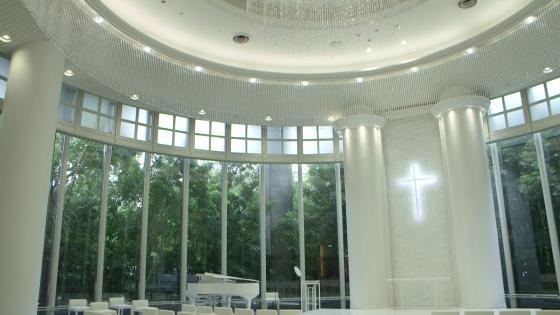 光・樹・水に包まれる空間で永遠の愛を誓う「チャペル リュヴェール」 リーガロイヤルホテル広島