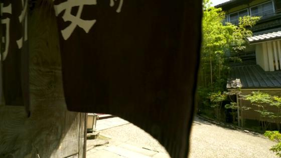 奈良らしい自然に囲まれたロケーションには、ゆったりと麗しい時間が流れる THE KIKUSUIRO NARA PARK (菊水楼)