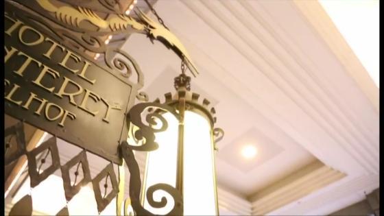 大階段と大きなステンドグラスが花嫁を引き立たせる本格チャペル ホテルモントレエーデルホフ札幌