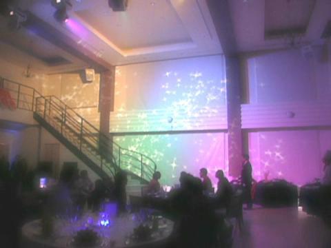 光と音が織りなすエレクトリカルウエディング。ゲストも楽しめる大人気演出をチェック BELLE AGE(ベル・アージュ)
