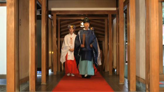 都会の真ん中で自然に囲まれた神前式が魅力。ゲスト全員に囲まれ幸せの時間が過ごせる 乃木神社・乃木會館