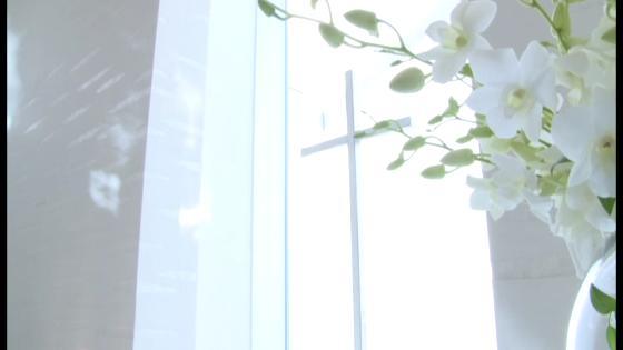 自然光がやさしく差し込み、水面を思わせる照明が空間を優しく包み込むセレモニー空間 シェラトングランドホテル広島
