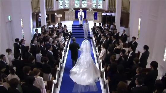 厳粛な挙式、大階段でのフラワーシャワーは花嫁の憧れ「チャペル アニヴェルセル」 アニヴェルセル 豊洲
