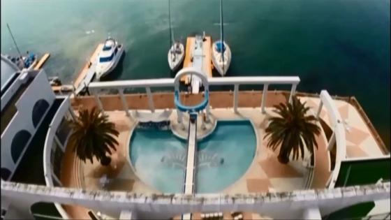 心地よい風を受けながら海からプールサイドチャペルへヨット入場! ホテルリマーニ