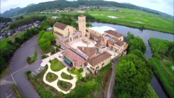まるでイタリアのサン・フランチェスコ大聖堂のようなチャペルでふたりの永遠の誓いを ブライダルタウン コリーナ