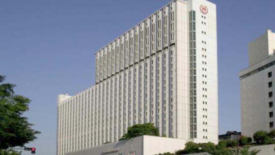 自然光が優しく包みこむ爽やかなチャペルで永遠の愛を誓う特別な日 シェラトン都ホテル大阪