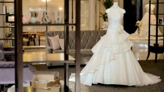 パレスへいあんオリジナルブランドドレスを纏った、リニューアルスペースでの撮影風景 パレスへいあん