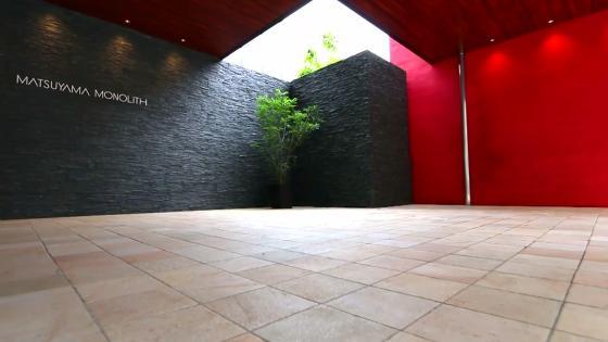水と光に包まれる華やかな祝宴に相応しい会場は、ゲストも思わず息が漏れる MATSUYAMA MONOLITH(松山モノリス)