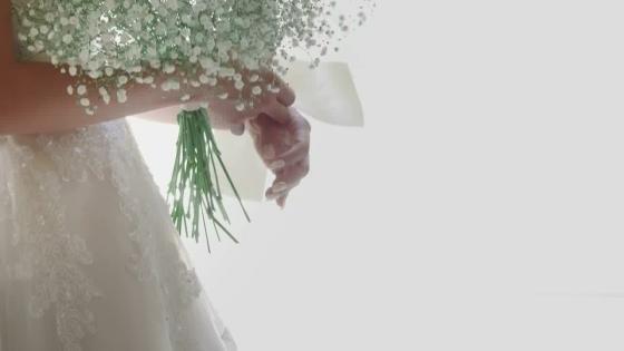 バラ窓のステンドグラスが煌くチャペルでは、厳かながらも温かな挙式が叶う アイルマリー横浜(I'LLMARRY YOKOHAMA)