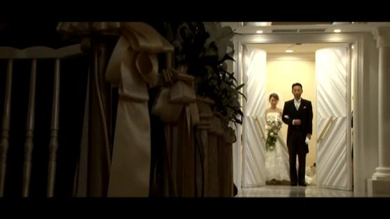 今までの人生を意味する一歩一歩は、花嫁の生まれた日からふたりの未来まで パルテ