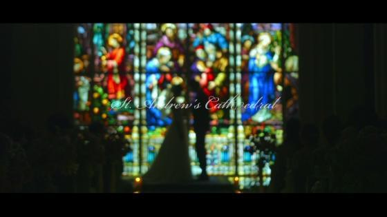 瑠璃色に輝く壁一面を埋めつくすステンドグラスと選べる独立型邸宅でのパーティ セントアンドリュース教会&ゲストハウス