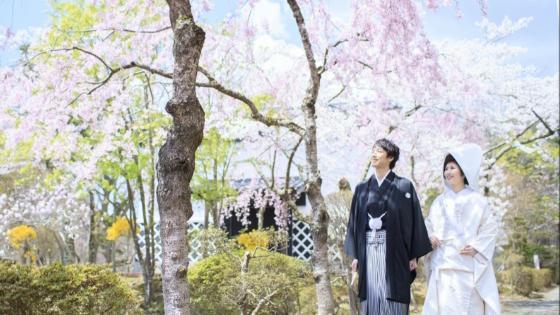 春の桜、夏のバラ園、秋の紅葉など、四季折々の景色がふたりを彩る 花巻温泉 -The Grand Resort Hanamaki Onsen-