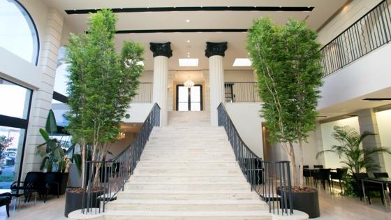 カップルの好みに合わせてコーディネート可能な明るく開放感のあるパーティ会場 ヴィラ・グランディス ウエディングリゾート