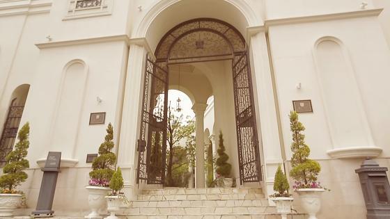 3面の窓から望む豊かな緑に心癒されるNEWチャペルで、感動的なセレモニー アーヴェリール迎賓館 名古屋