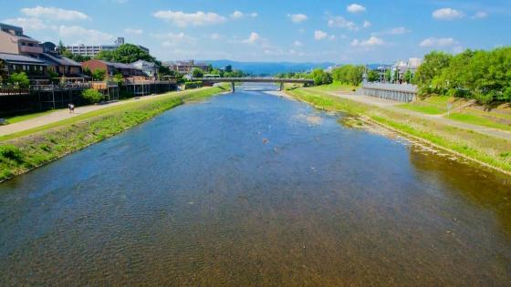 鴨川沿いの東山のロケーションを望む貸切邸宅で一日一組貸切のリゾートウエディングを ザ オーク ガーデン(THE OAK GARDEN)