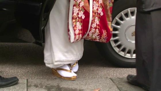尾山神社ならではの儀式「神門お迎えの儀」神職の先導により歩みを進める「参進の儀」 尾山神社~金渓閣~