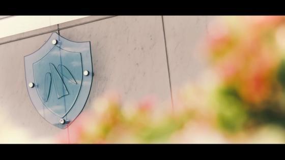 屋外庭園に佇む開放感溢れるチャペル。ステンドグラスから差し込む光がふたりを祝福 ヒルトン大阪