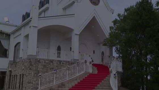 ~ステンドグラスの神聖チャペル~プライベートガーデンの感動WEDDING セントミッシェル ガーデンウェディング