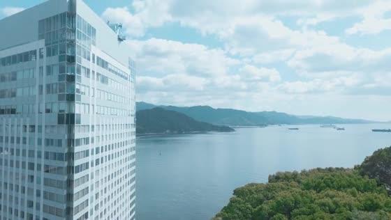 駅からわずか20分。海・緑・空に祝福されるリゾートウエディングが叶う場所 グランドプリンスホテル広島