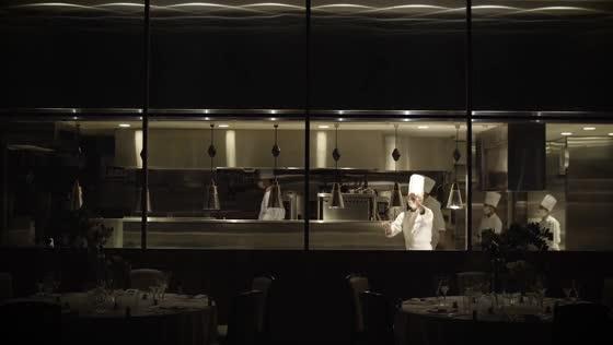 プライベートな邸宅で愉しむ美食と語らい。ふたりらしさがにじみ出るウエディング ラヴィス・ヴィラ・スイート